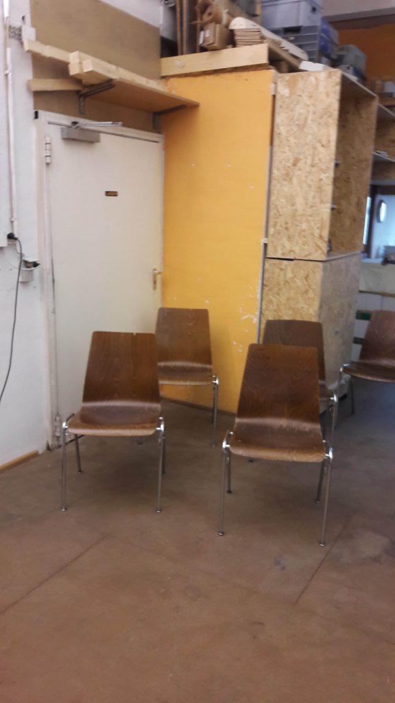Hier sind Werkstattstühle abgebildet, die eigentlich andere Funktionen haben und nicht geeignet sind.